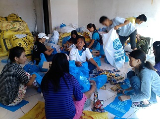 The foundation distributes relief goods in Maribojoc, Bohol