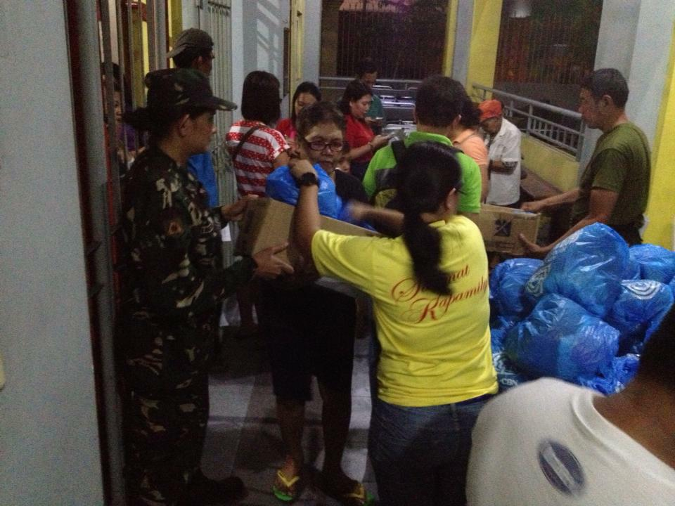 Sagip Kapamilya spearheads a fire relief operation in Tondo and Parañaque