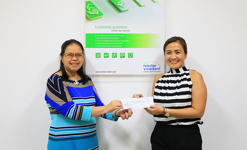 Leah Bautista (right), operations manager of BayaNiJuan, receives the Ivoclar donation from managing director Jasmin Valenzuela