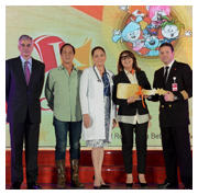 The key to KidZania Manila. The executives behind the Philippines' first-ever family edutainment center dressed in their dream jobs at the trade launch of Kidzania Manila. In photo are (rightmost) KidZania Global Chief Operating Officer Andres Fabre turning over the key to Kidzania Manila to (second from right) Play Innovations President and CEO Maricel Pangilinan-Arenas; they were joined by (from left) Fernando Zobel de Ayala, vice chairman of Fort Bonifacio Development Corp.; Play Innovations Chairman Eugenio Lopez III, and Play Innovations Board Member Charo Santos-Concio.