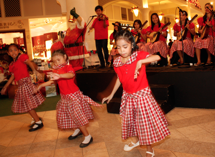 Young performers join the mall's Musical Christmas activities