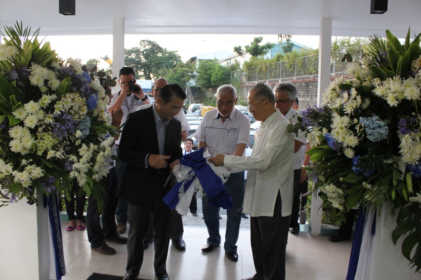 Oscar M. Lopez right foreground chairman emeritus of parent firm First Philippine Holdings Corporation FPH and Federico R. Lopez left foreground FPH chairman and CEO lead ribbon-cutting ceremonies