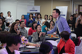 Sing-along with Erik Santos