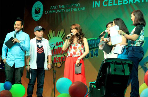 Jessy Mendiola banters with the Tag Radio hosts during the TFC Hour in the Kapamilya Kalayaan Karavan 2014 of TFC - OSN and Filipino Community Volunteers in UAE