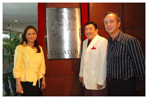 ABS-CBN-president-Charo-Santos-Concio,-ABS-CBN-chairman-Gabby-Lopez-and-Dolphy-welcome-guests-to-Studio-1,-which-was-renamed-Dolphy-Theater-in-2008