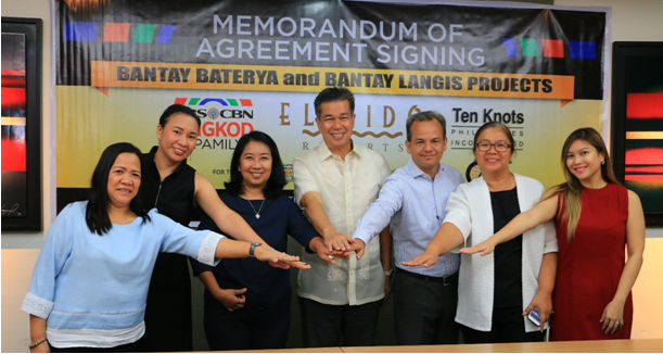 Cementing the renewed partnership are Bantay Kalikasan program director Jen Santos and ALKFI chief finance and services officer Noemi Samson (2nd and 3rd from left), with (l-r) Oriental and Motolite Marketing Corp. ULAB supervisor Rita Regalado, Ten Knots chairman Michael Alexis Legazpi, president Javier Hernandez , director Mariglo Laririt and manager Marvia Jelizha Lagman