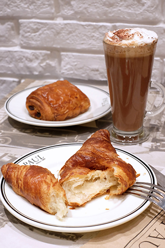 Paul's famous croissant paired with the Café Moca Glacé really hits the spot! Prefer it choco-filled? Opt for the pain au chocolat!
