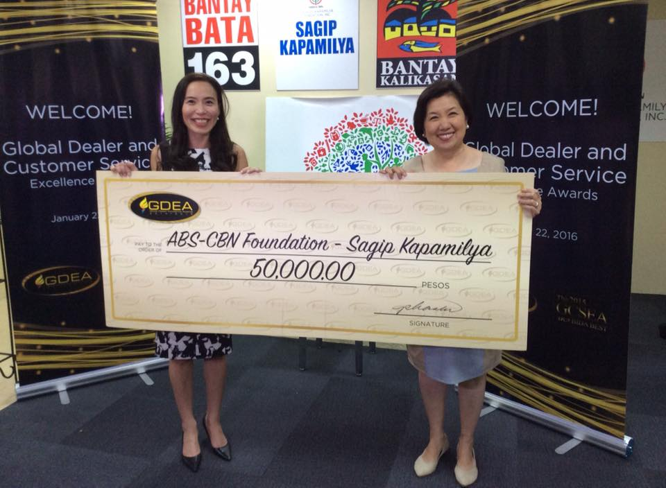 Leona Sala (left) and ABS-CBN Lingkod Kapamilya Foundation Inc. chief marketing officer Susan Afan