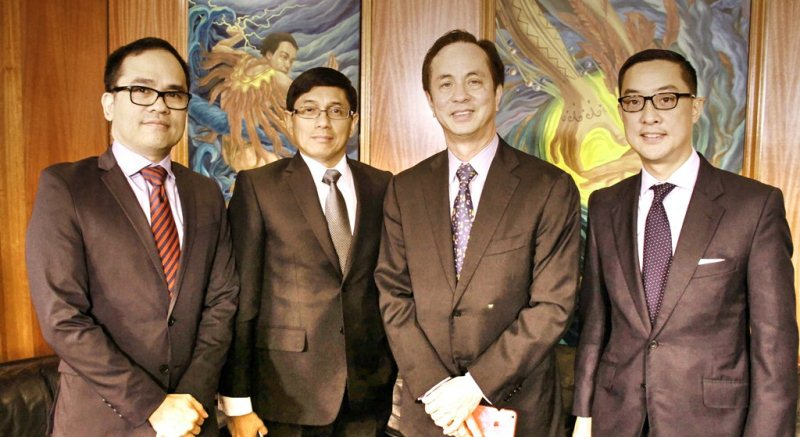 ABS-CBN chairman Eugenio Lopez III 2nd from right with r-l COO Carlo L. Katigbak Group CFO Ron Valdueza and CFO Aldrin Cerrado