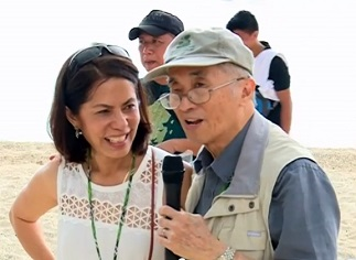 Gina Lopez welcomes her uncle, Lopez Group chairman emeritus Oscar M. Lopez, during the inauguration of G • Eco Tours' Guimaras project
