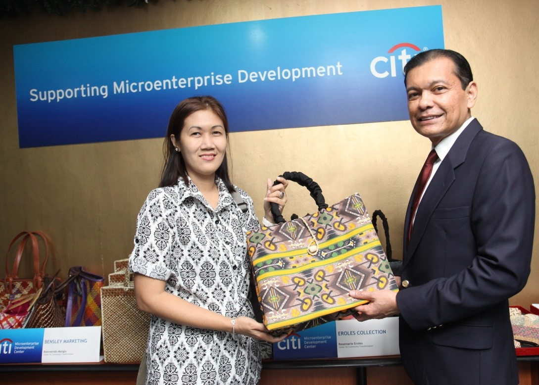 Rosemarie Eroles displays her fashionable bayong during a recent exhibit at the Citi Microenterprise Development Center