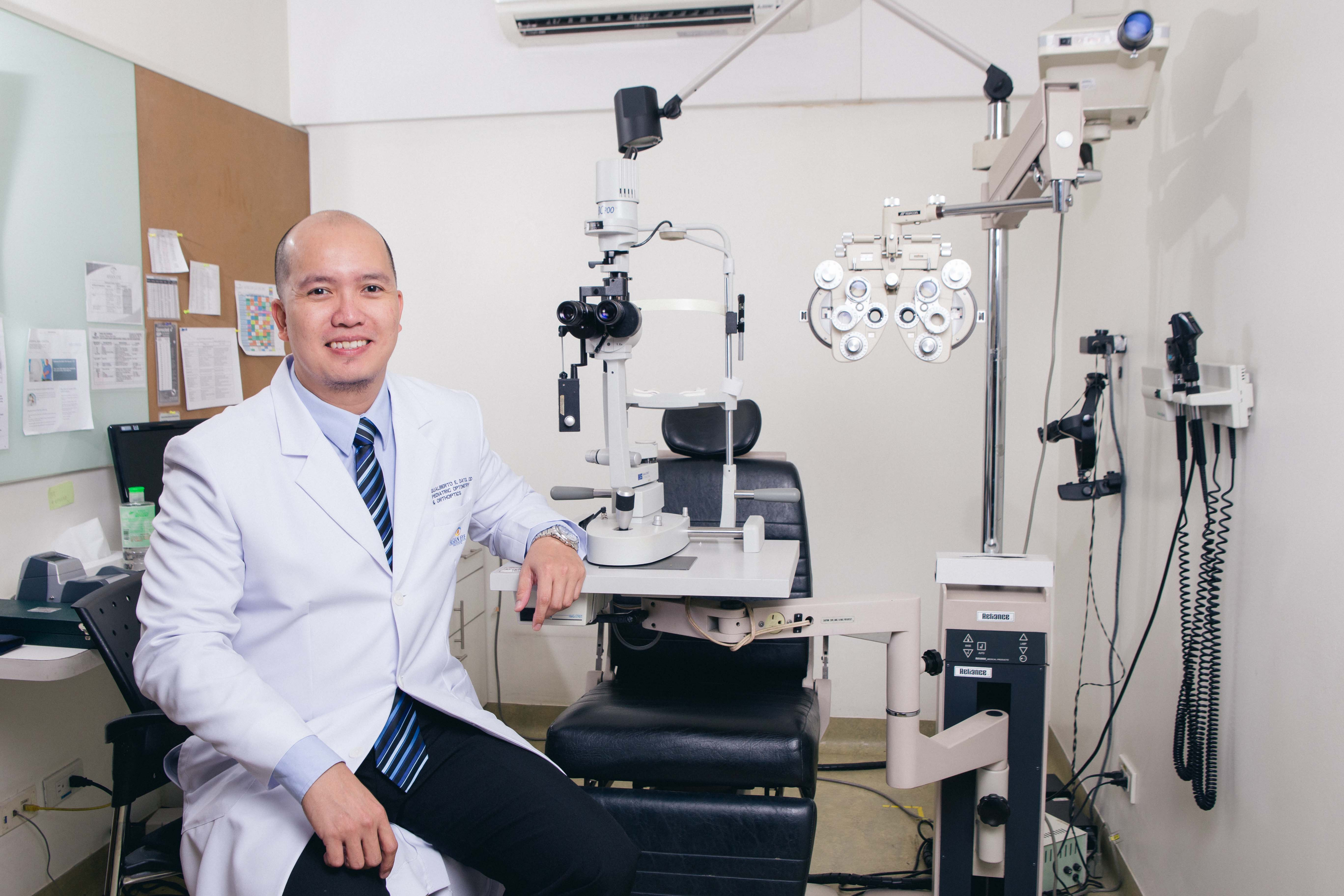 Asian Eye Institute pediatric optometrist and orthoptist Dr. Gualberto Dato