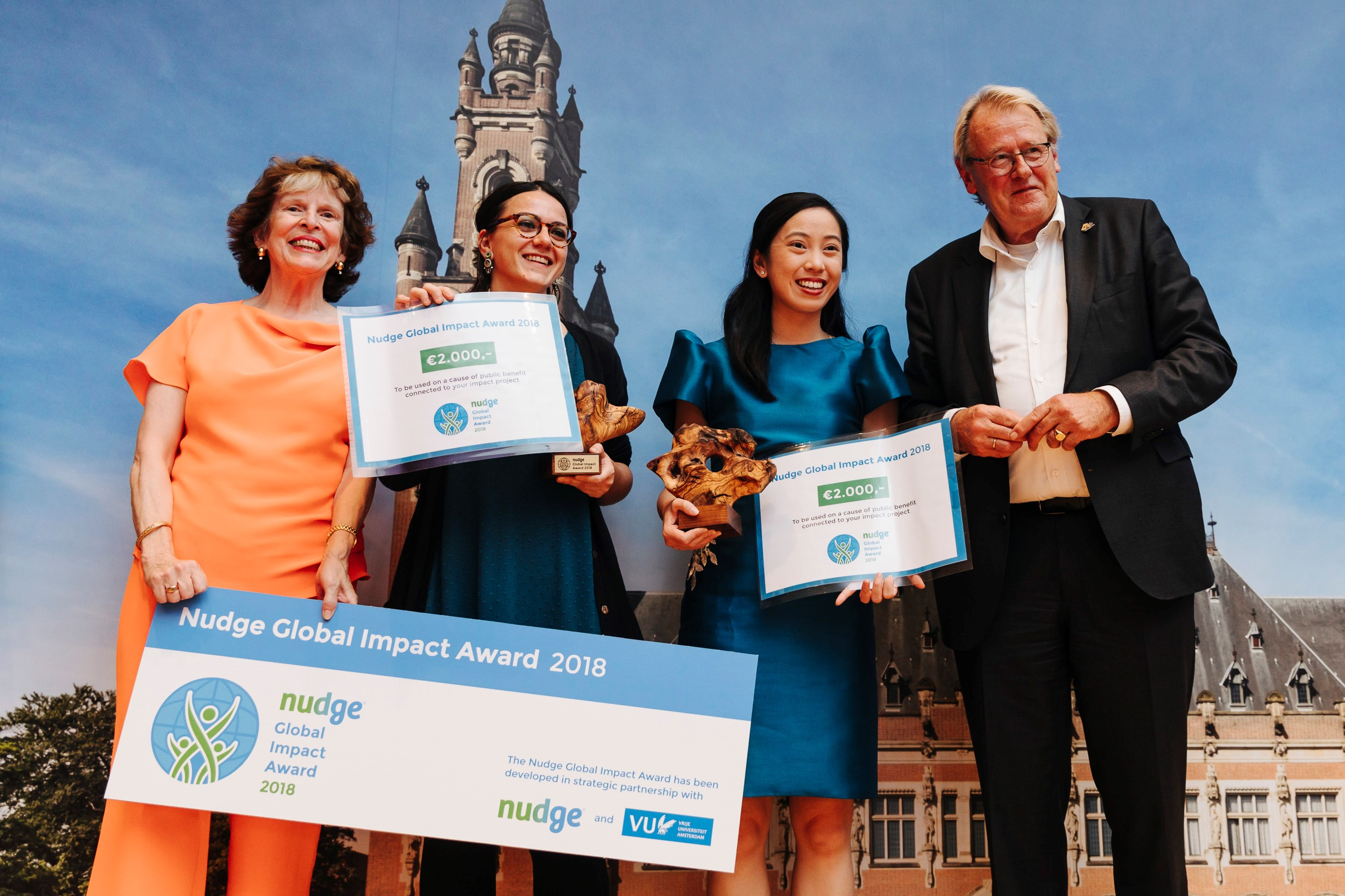 Anacelle Layug (2nd from right) accepts PeoplePods' Nudge Global Impact Award 2018 during the Nudge Global Summit in The Hague