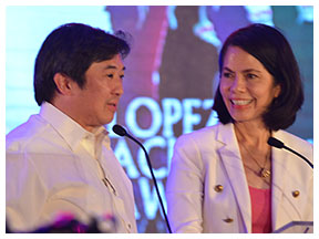 FPRC president Oscar R. Lopez Jr. and ABS-CBN Foundation Inc. managing director Gina Lopez introduce the special awardees