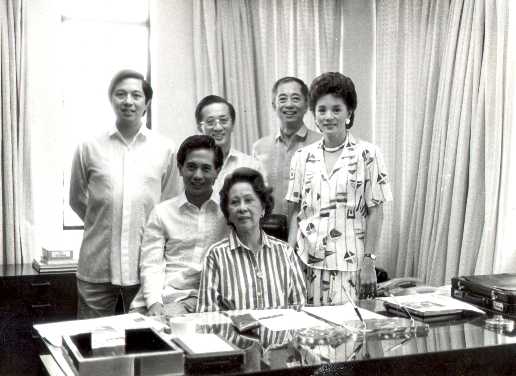 Roby M. Lopez (seated, left) with his mother Doña Nitang and his brothers Manuel, Oscar and Geny and only sister Presy