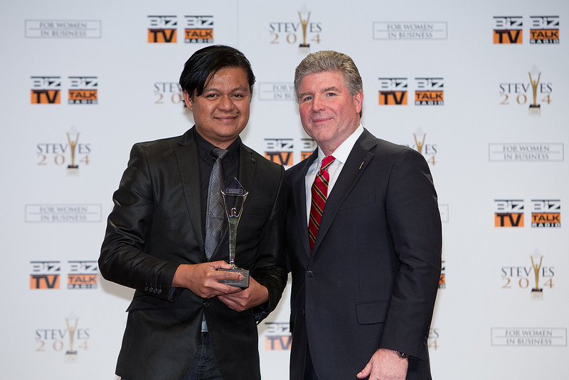 ABS-CBN North America Bureau correspondent Don Tagala receives the Gold Stevie Award for ABS-CBN president  CEO Charo Santos-Concio at the 2014 Stevie Awards for Women in Business