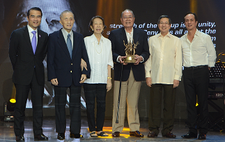 Lopez Group senior leaders with Lifetime Achievement awardees Atty. Jake Almeda Lopez and Margot Fragante