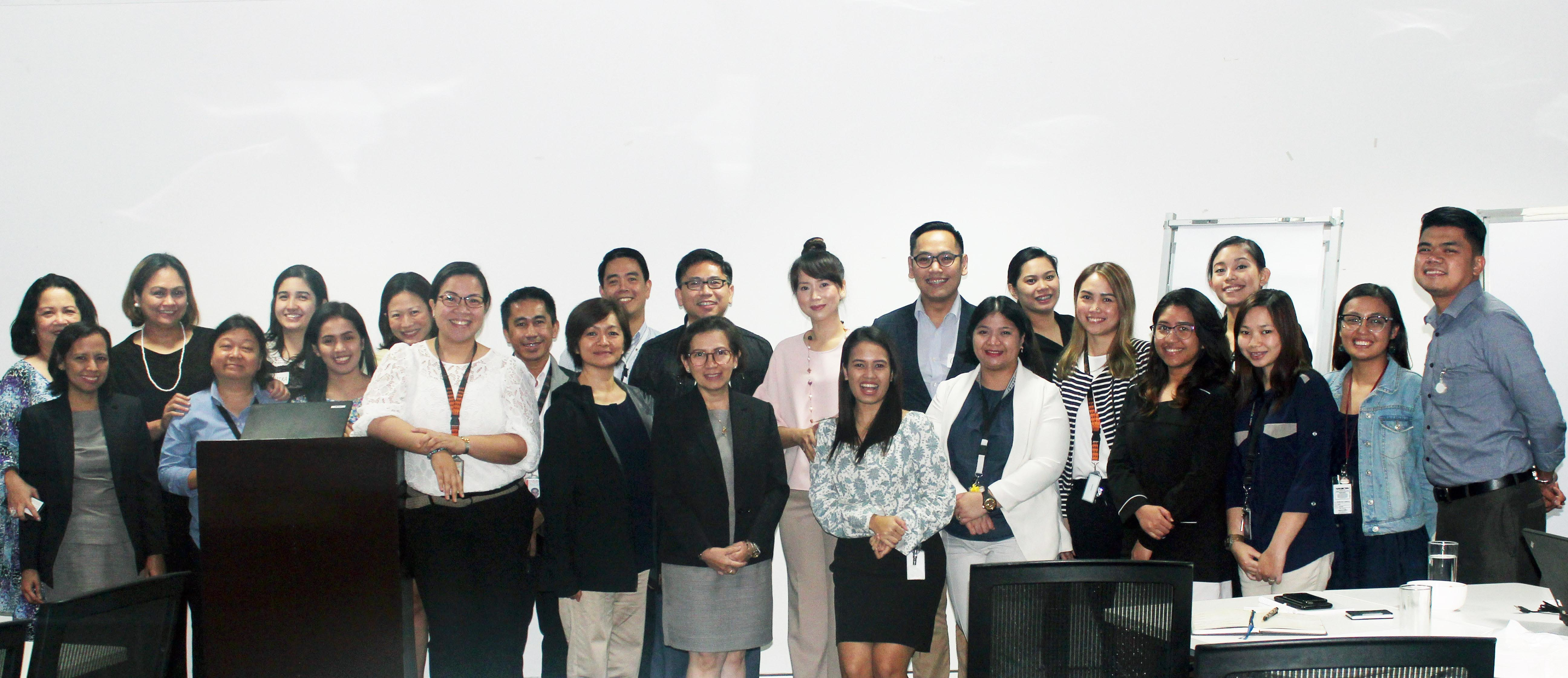HR Council members pose for a class photo with speaker Romina Cabochan