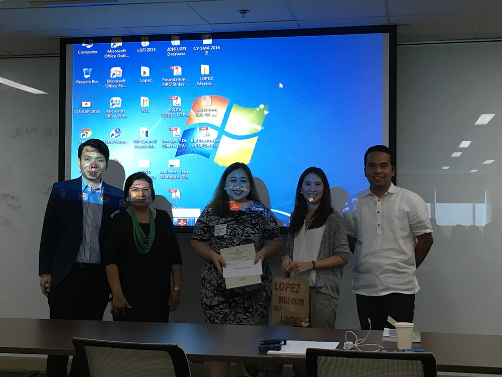 LGFI Operations head Angela Lopez-Guingona (4th from left), with FPH Tax Center's Vicky Martinez (2nd from left) and Atty. Jason Jimenez (rightmost) turns over tokens of appreciation to the PICPA representatives