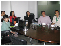 Dr. Ujjwal Pradhan (2nd from right), regional director for Southeast Asia of the World Agroforestry Centre, discusses strengthening partnerships with the OML Center during his July 2013 visit.
