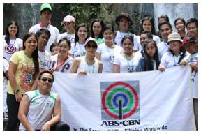 Cedie-Lopez-Vargas-with-the-ABS-CBN-participants