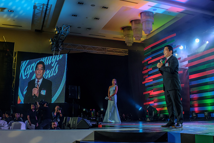 Receiving his award for 10 years of service during the Kapamilya Awards in 2015