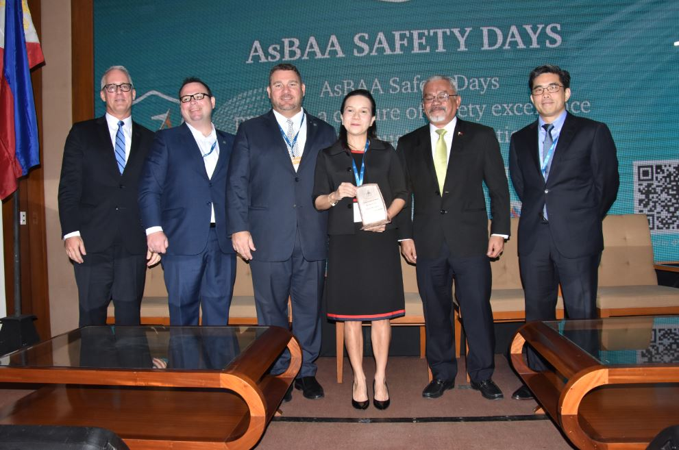Sen. Grace Poe (4th from left) spoke at the first Aviation Safety Day organized by the AsBAA. Also in photo are (l-r) IBAC director general Kurt Edwards, AsBAA vice chairmen Gary Moran and Phil Balmer, CAAP deputy director general Donaldo Mendoza and AsBAA Philippine chapter chairman and INAEC president Benjamin R. Lopez