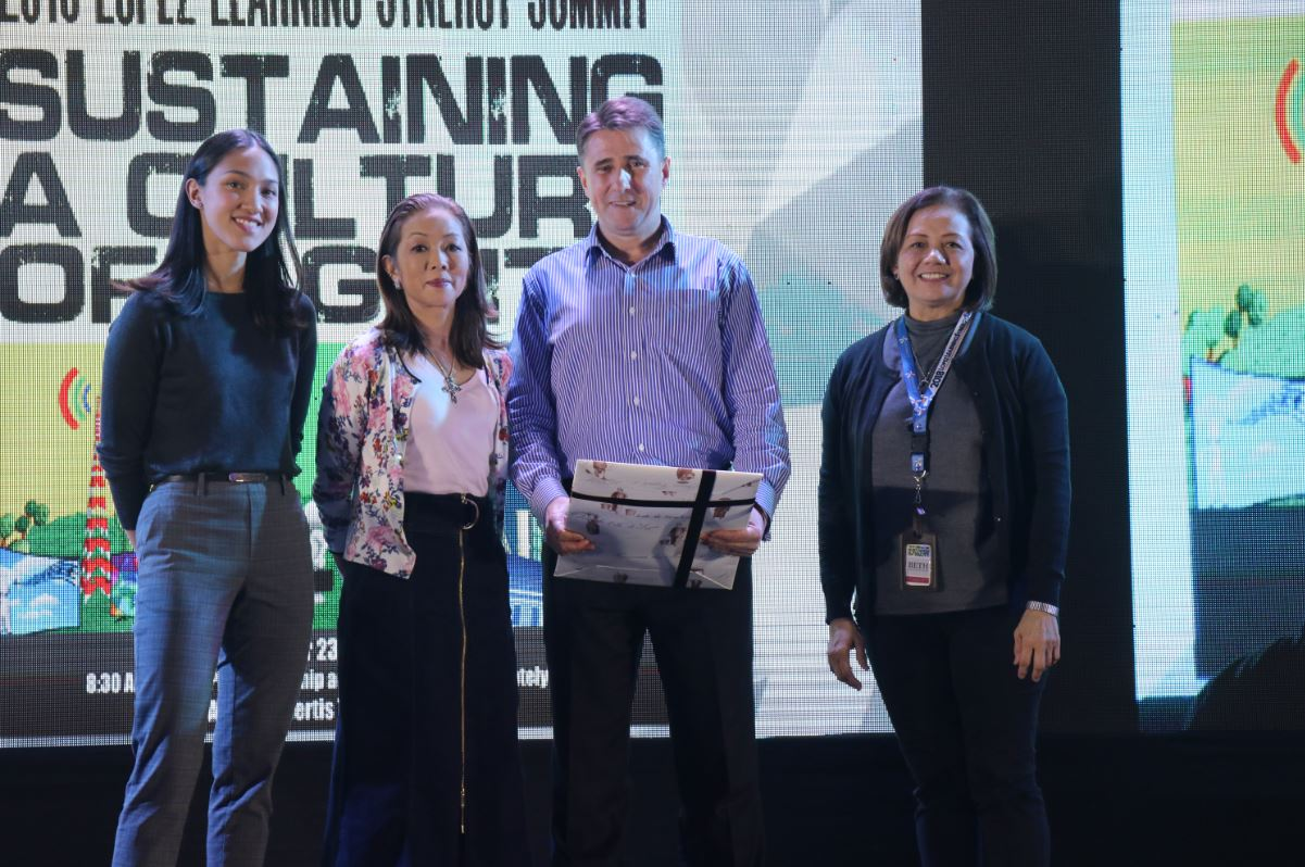 Keynote speaker Michael Spence receives a token of appreciation from HR Council chairperson Cedie Lopez-Vargas, Energy Development Corporation SVP Beth Nasol and fourth-generation Lopez Erica Abello