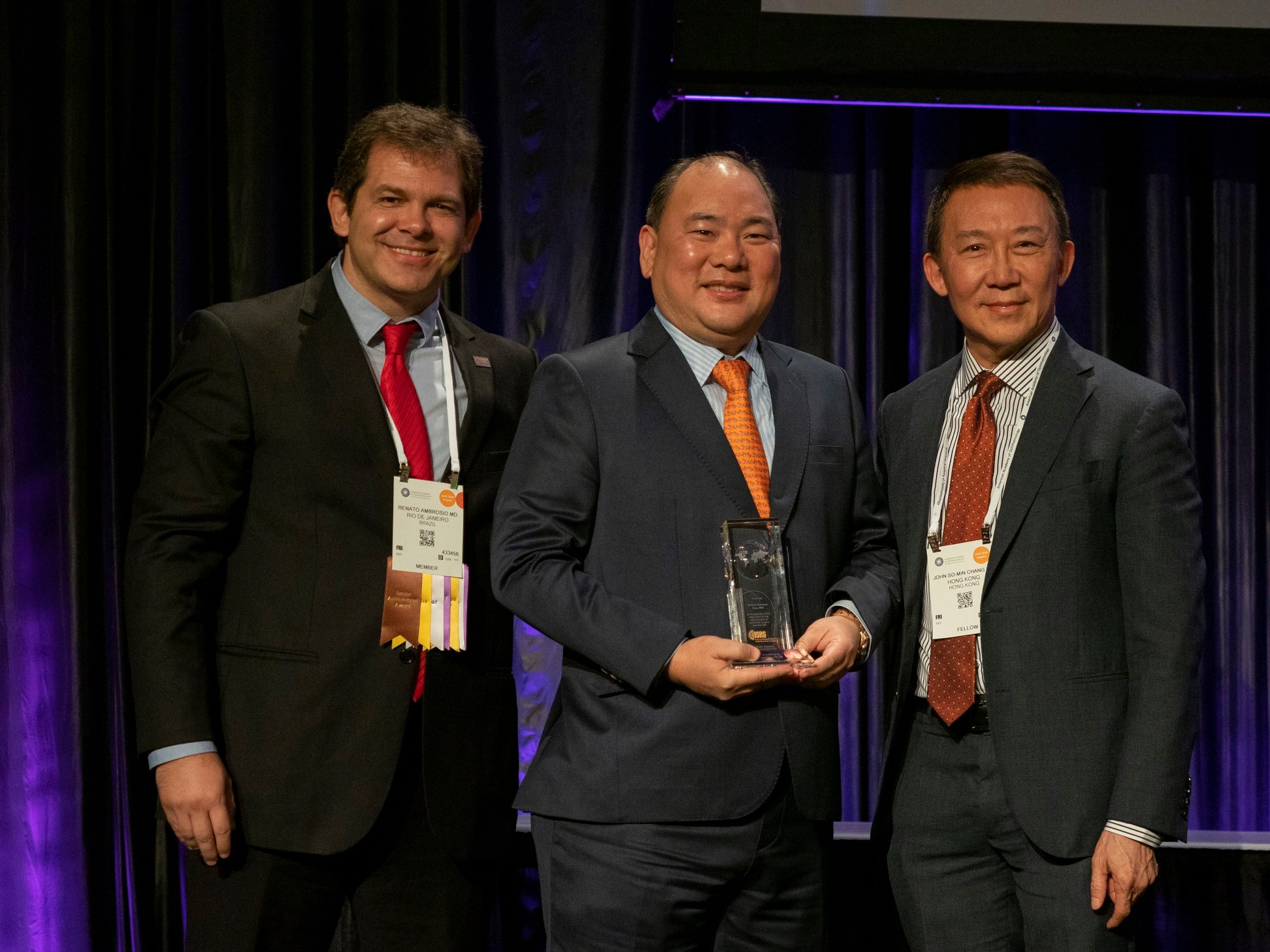 Dr. Robert Ang receives the Presidential Recognition Award from ISRS executive committee member Dr. Renato Ambrosio and ISRS president Dr. John So-Min Chang