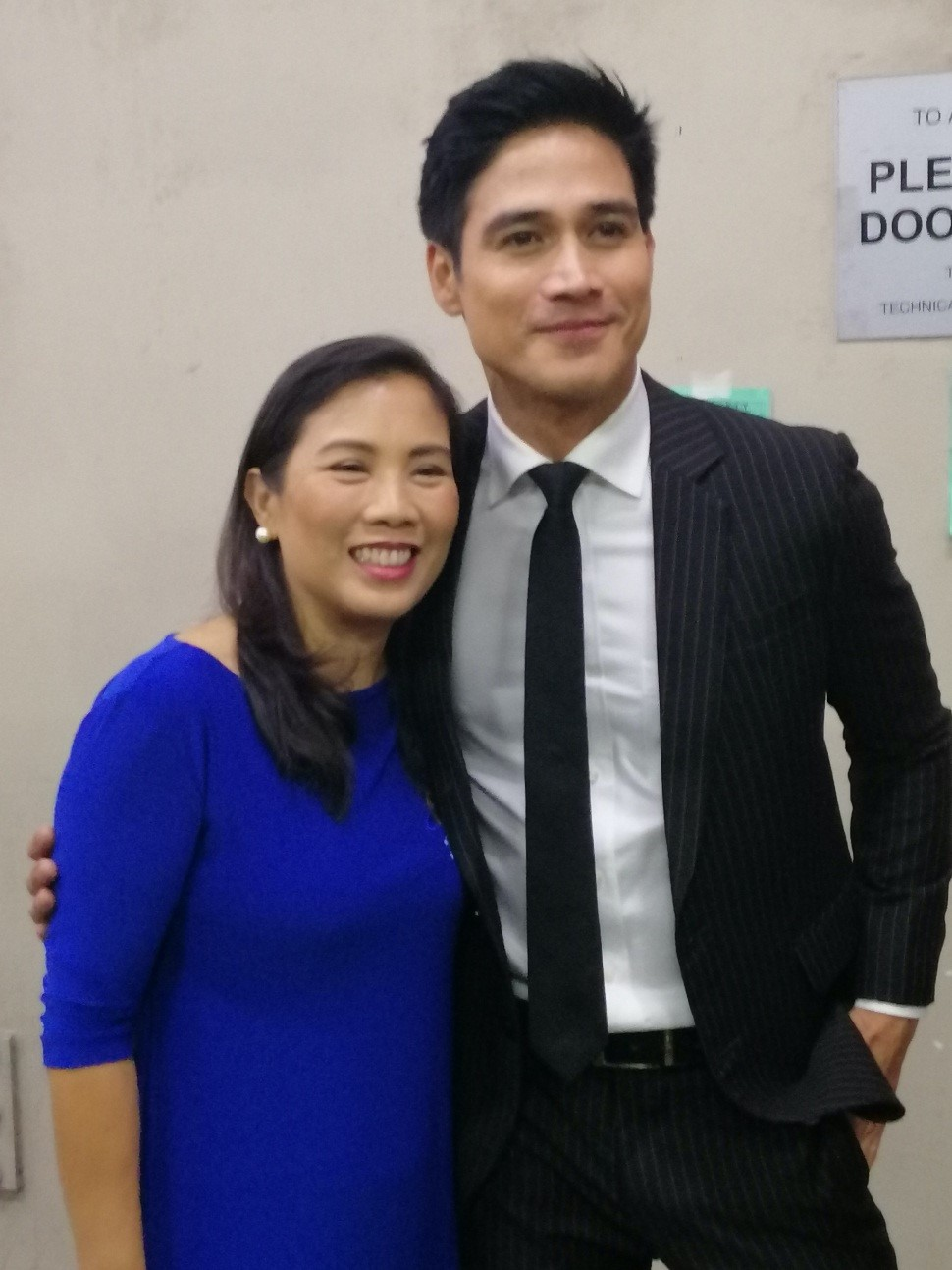 Ms Rina Lopez Bautista snaps a photo with KCFI Ambassador Mr. Piolo Pascual.