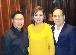 ABS-CBN chief content officer Charo Santos-Concio (center) with the Comptrollers' Circle's Jei-Jei Gertes and Aldrin Cerrado