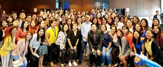 ABS-CBN Publishing Inc. head Ernie Lopez (in light-colored shirt, center) poses for a class photo with the comptrollers and accounting/finance officers