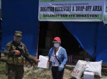 EDC's donations were turned over to Tarangnan by the Philippine Army