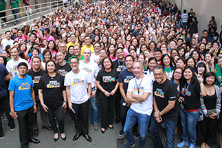 'Isang pamilya tayo'—Employees and executives take a 'groufie'