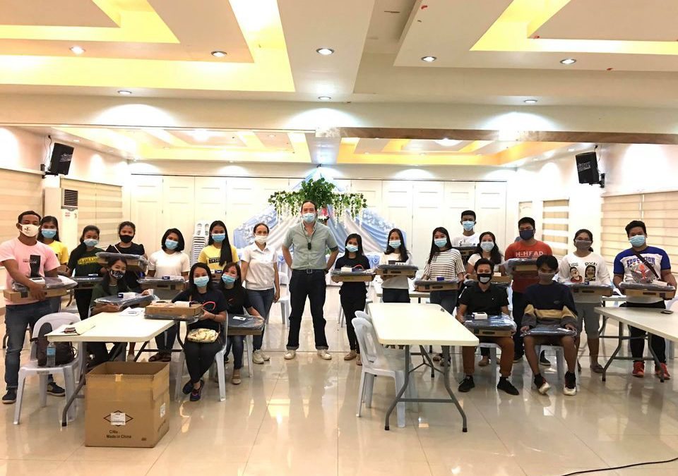 EDC, Asus provide laptops to SIKAT scholars