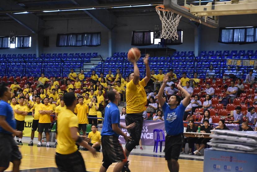 The Yellow Team gives the blue shirts a tough time at basketball, but the Blue Team won this one