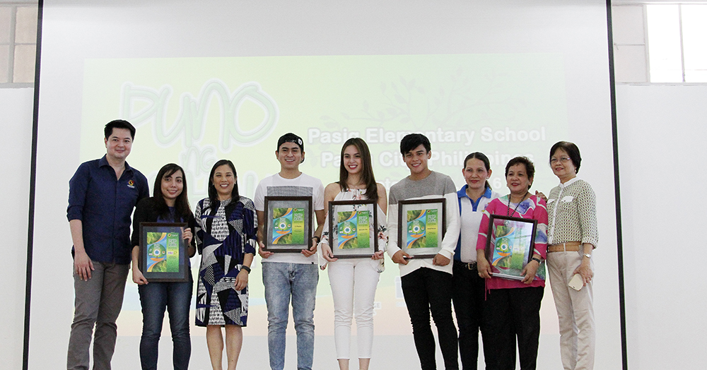 Knowledge Channel Foundation Inc. president Rina Lopez Bautista (3rd from left) with (l-r) KCFI director for Transmedia Edric Calma, Shen Belmonte of PTFCF, actors CJ Navato, Michelle Vito and Khalil Ramos, principal Emelita Medina and DepEd representatives at the launch of 'Puno ng Buhay' Season 3 at Pasig Elementary School