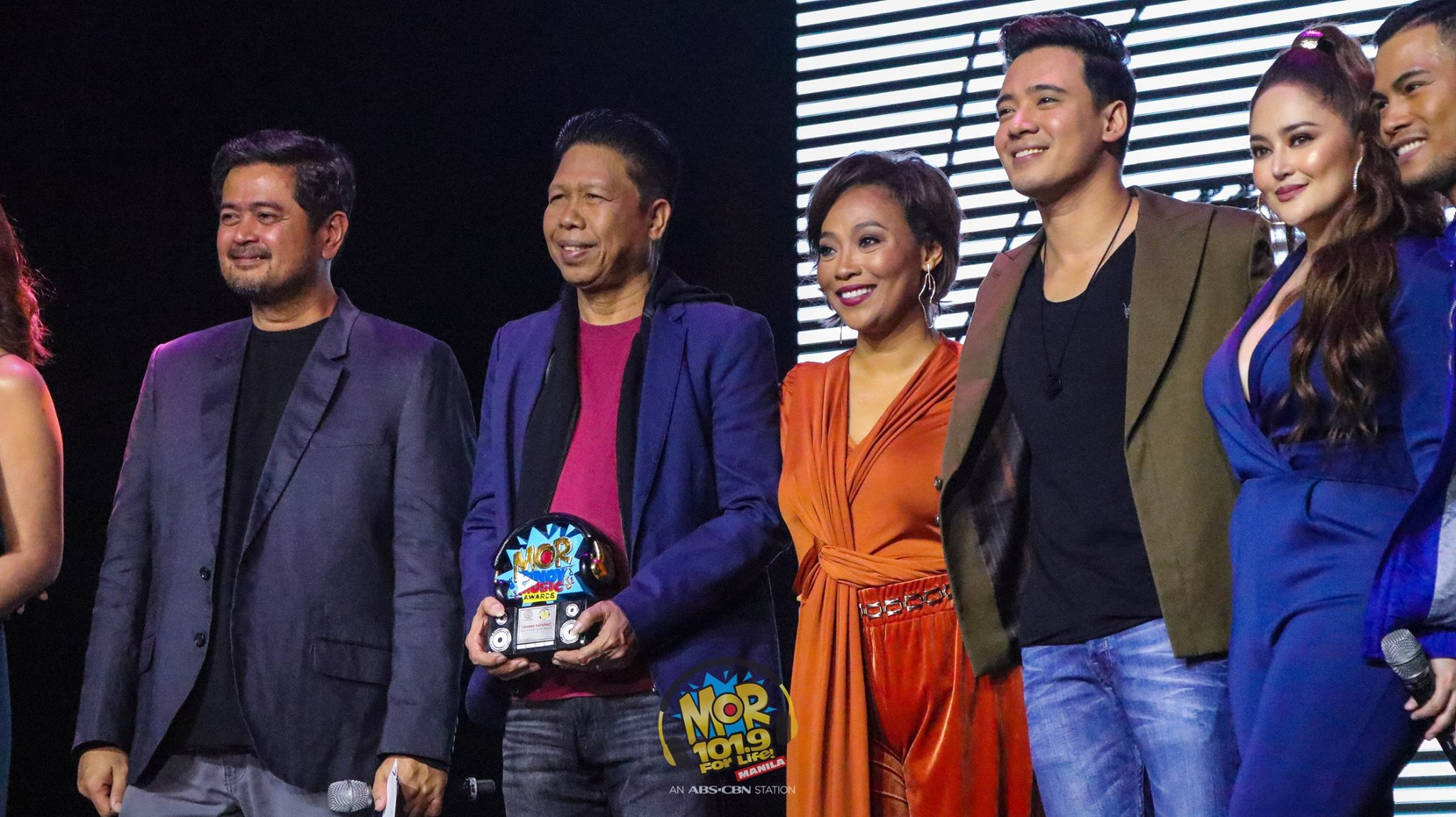 Station head Mars Ocampo (leftmost) at the MOR Pinoy Music Awards 2018 with OPM Lifetime Achievement awardee Vehnee Saturno, Jaya, Erik Santos, Jessa Zaragoza and Bugoy Drilon
