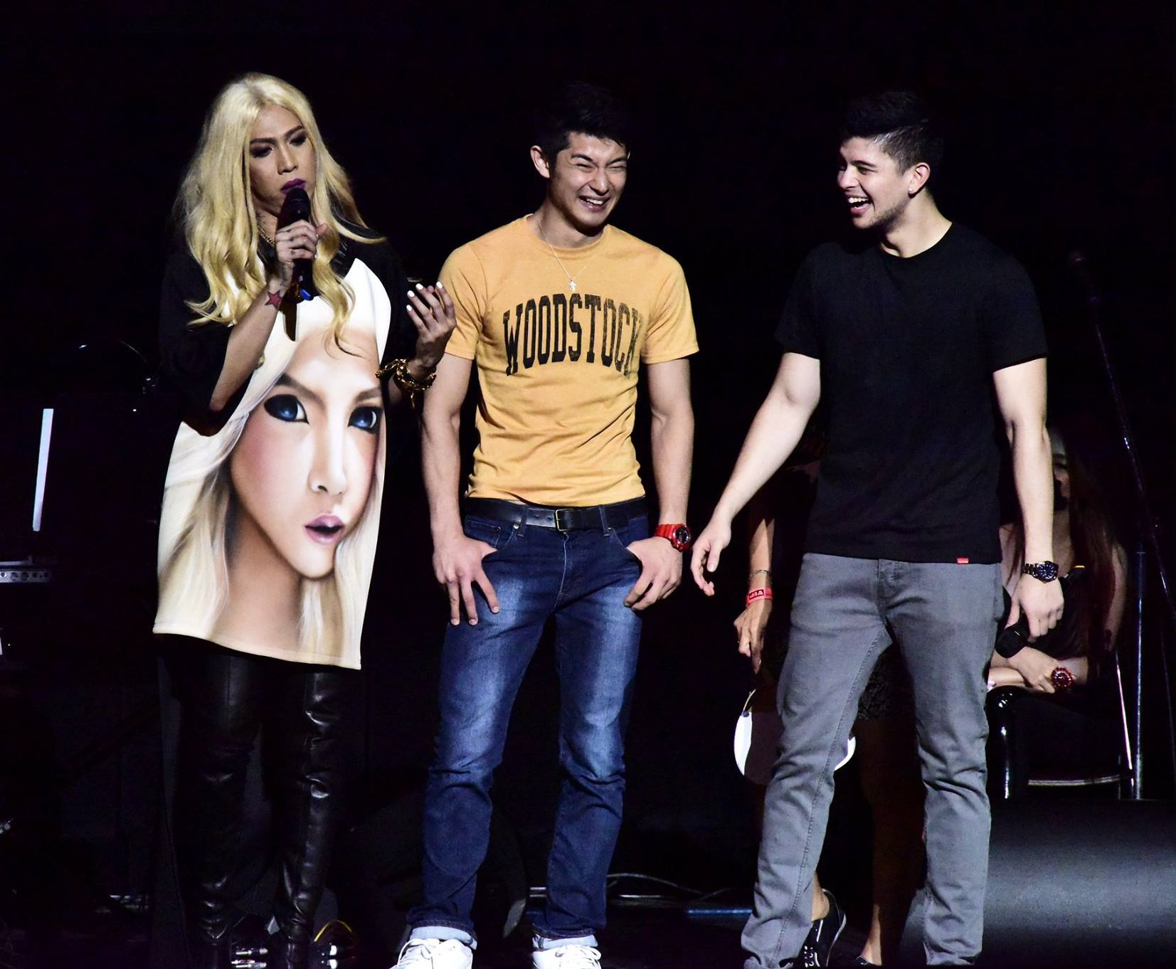 Vice Ganda and Rayvier Cruz interviewed a member of the audience at the crowd-drawer Gandang Ganda sa Sarili in July of 2015 at the Hibiya Kokaido Hall