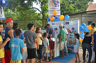 Lining up for treats during the SKYdirect Pamilya Day culminating activity in Malolos, Bulacan in November 2016